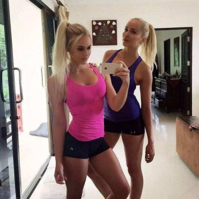 Девушки с подружками (28 фото)
