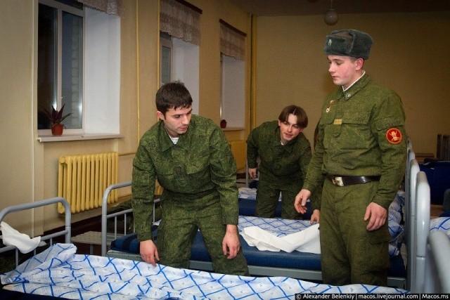 Эволюция «дедовщины» в российской армии (2 фото)
