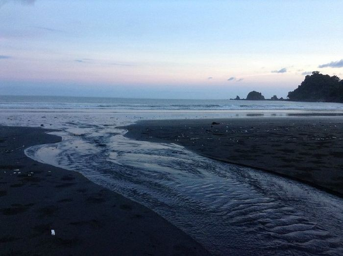 Река в Индонезии (9 фото)