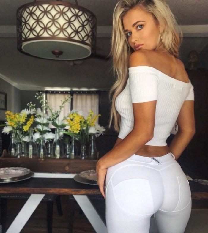 Девушки в белой одежде (19 фото)