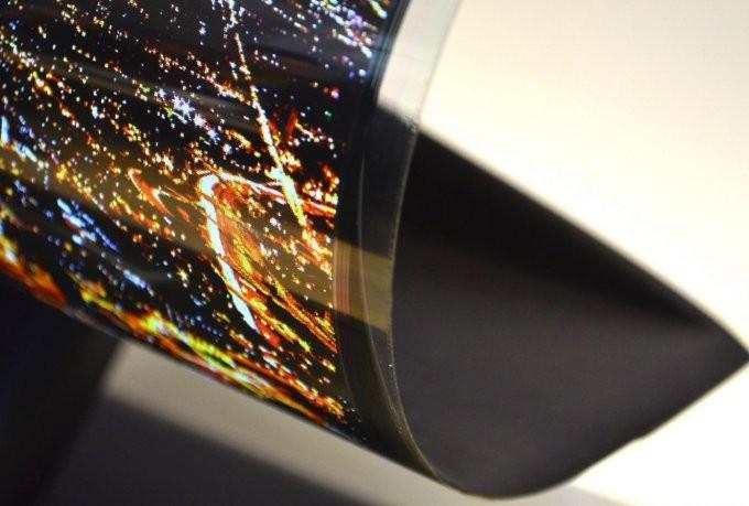 В Sony создают смартфон, скручивающийся в рулон (4 фото)