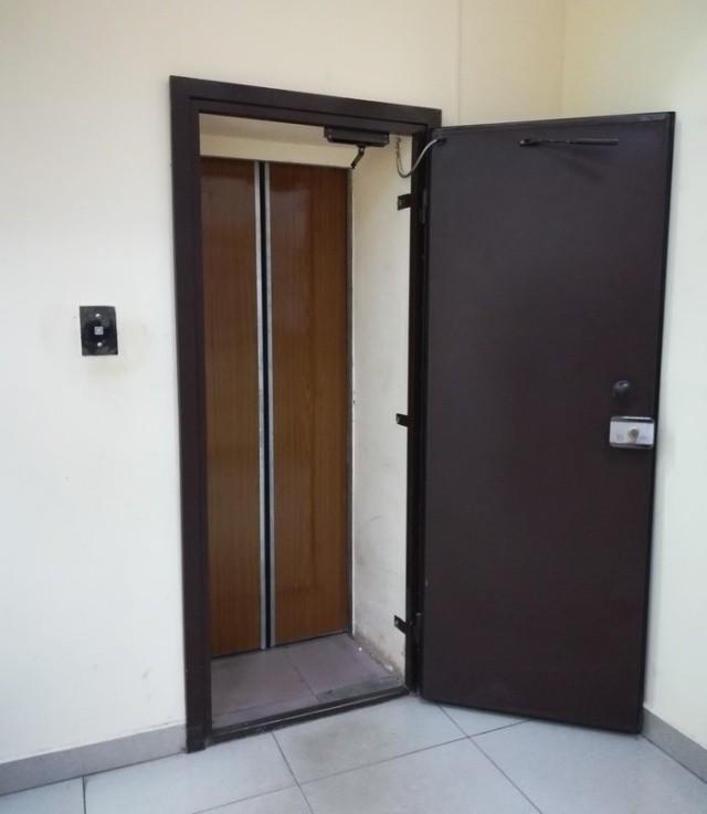 Как вы думаете, что скрывается за этой дверью? (2 фото)