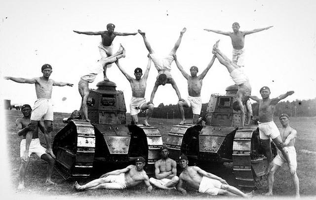 Фотографии из архивов (25 фото)