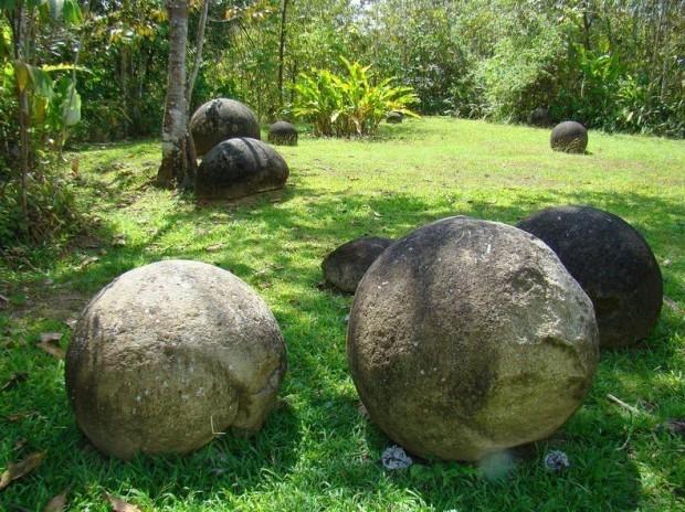 Загадочные каменные шары в Коста-Рике (12 фото)