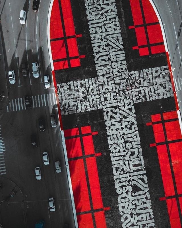 Работу художника Покраса Лампаса залили гудроном (7 фото)