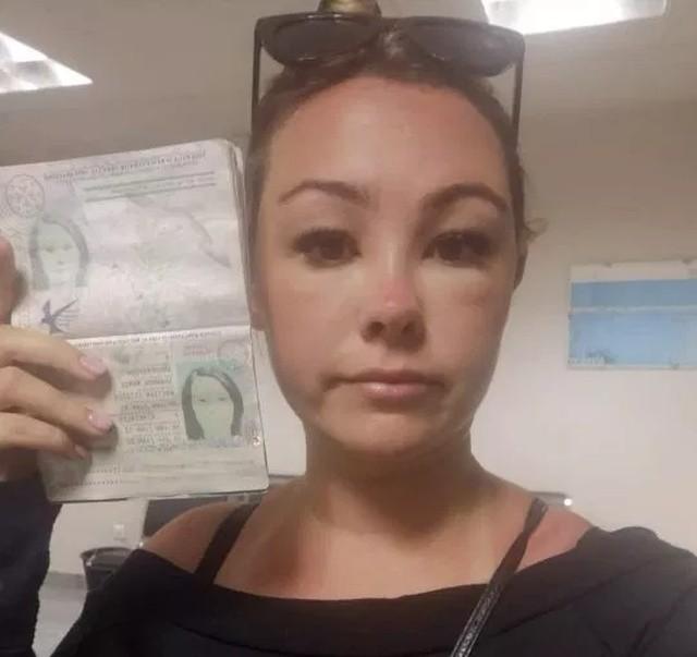 Девушку не пустили на самолет,была не похожа на себя (3 фото)