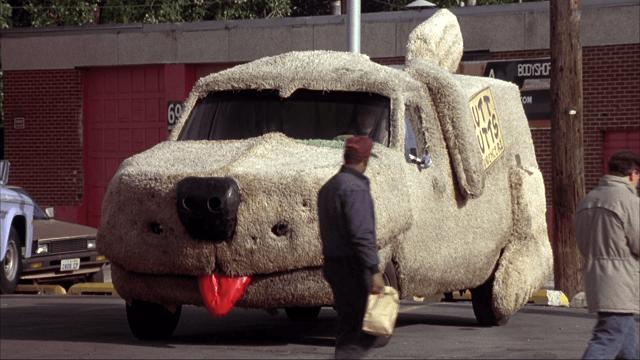 """Парень сделал себе собакомобиль из фильма """"Тупой и еще тупее"""" (5 фото)"""