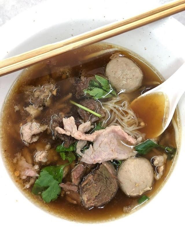 Фирменный бангкокский суп, от которого может стать дурно (10 фото)