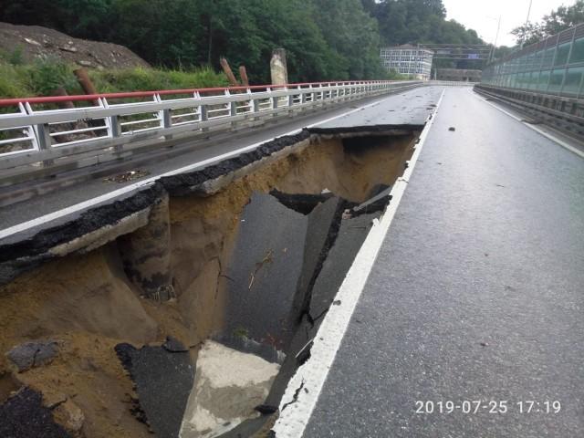 Ливни в Сочи размыли несколько федеральных дорог (3 фото)