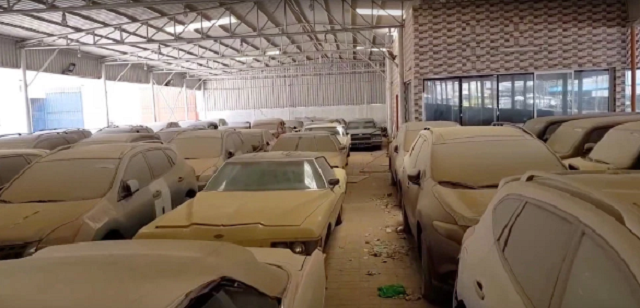 Охотник за брошенными суперкарами - профессия в Дубае (8 фото)