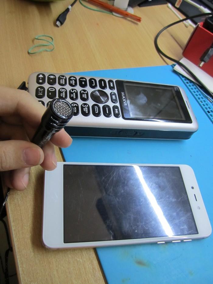 Необычный телефон принесли на ремонт (4 фото)