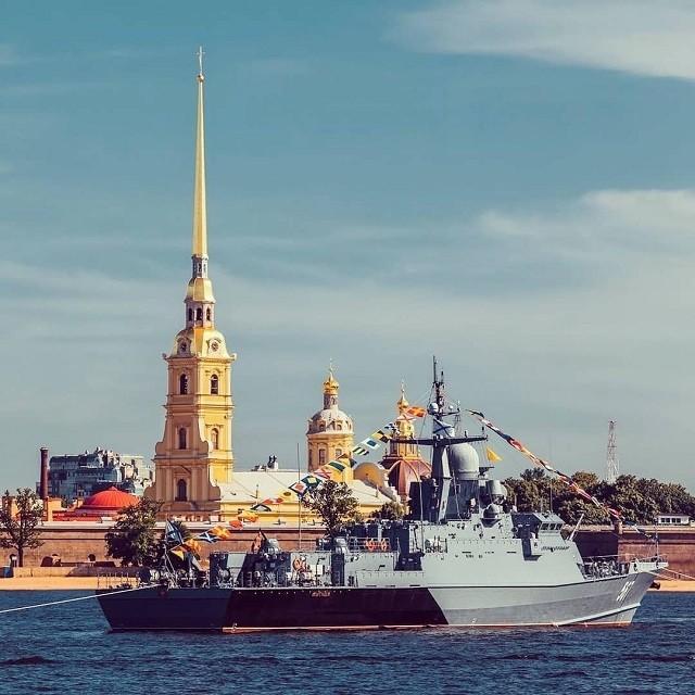 Фотоотчет с военно-морского парада в честь Дня ВМФ (17 фото)