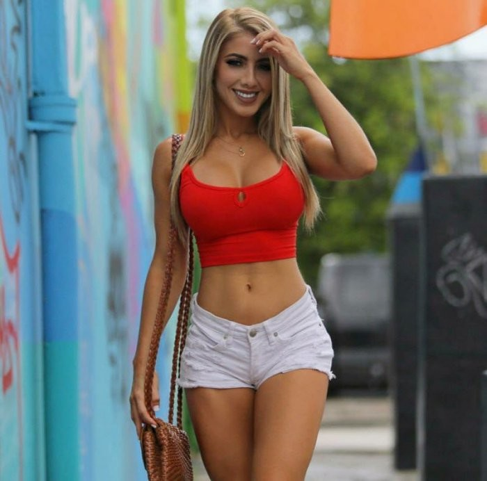 Девушки в шортиках (30 фото)