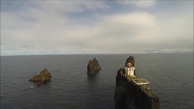 Одинокий маяк в Исландии (5 фото)