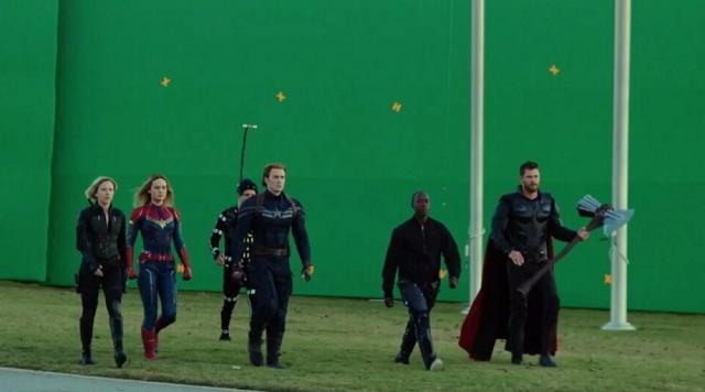 """Подборка закулисных кадров со съемочной площадки """"Мстителей"""" (20 фото)"""