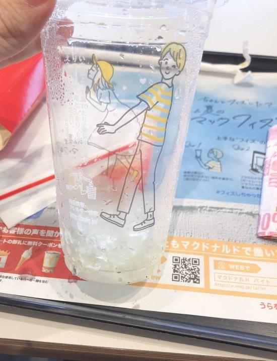 Стаканчик в японском McDonald's (2 фото)