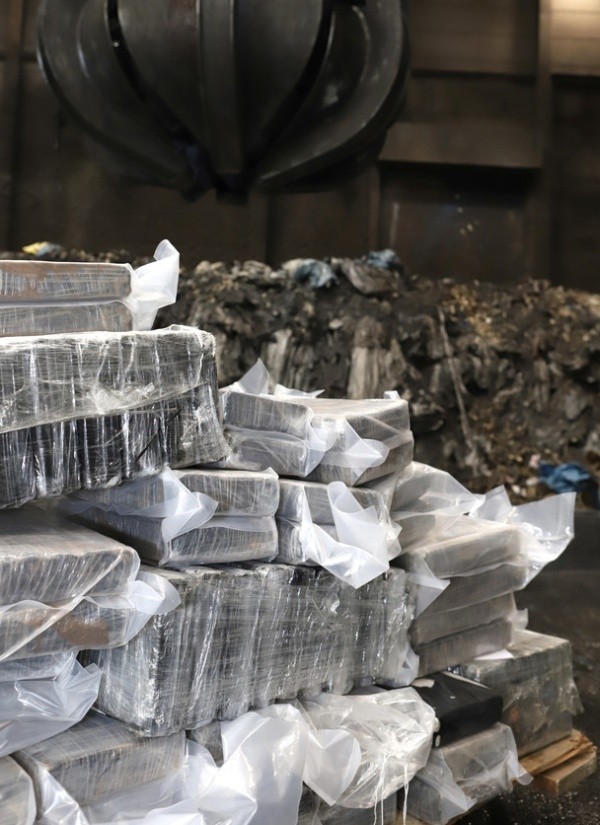 В Гамбурге задержали кокаин почти на 1 миллиард евро (4 фото)