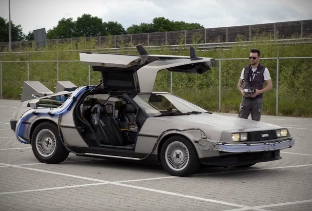 """Точная копия DeLorean из фильма """"Назад в будущее"""" (3 фото)"""