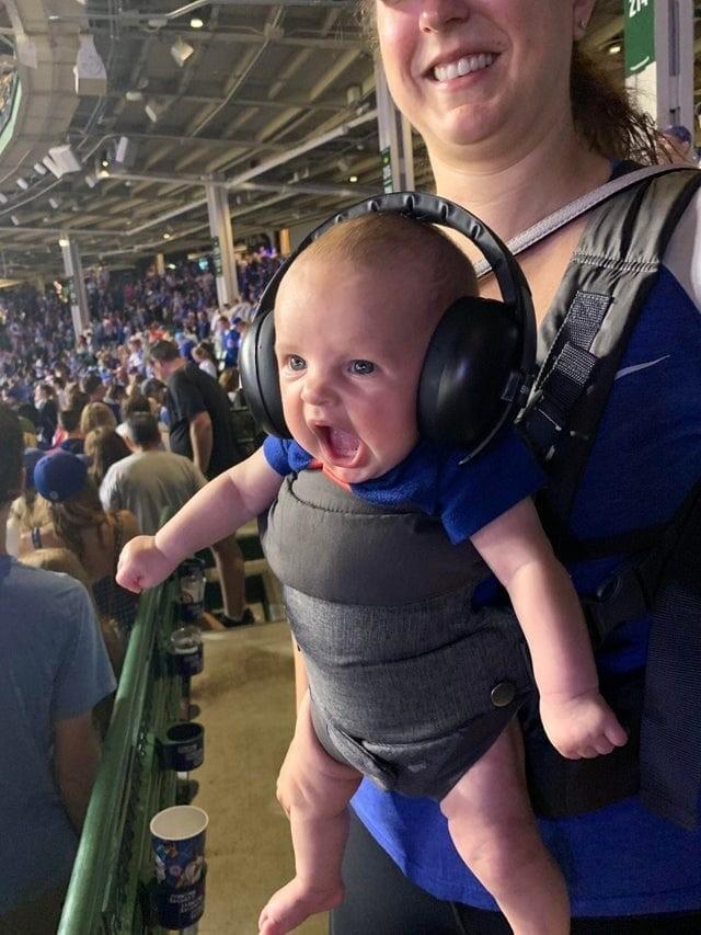 Эмоциональный малыш-болельщик стал героем фотошоп-баттла (15 фото)
