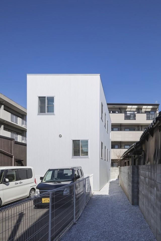 Скромный японский домик оказался удивительным творением (10 фото)