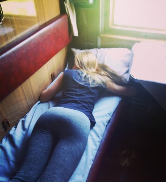 Попутчицы в поездах которые могут скрасить любое путешествие (20 фото)