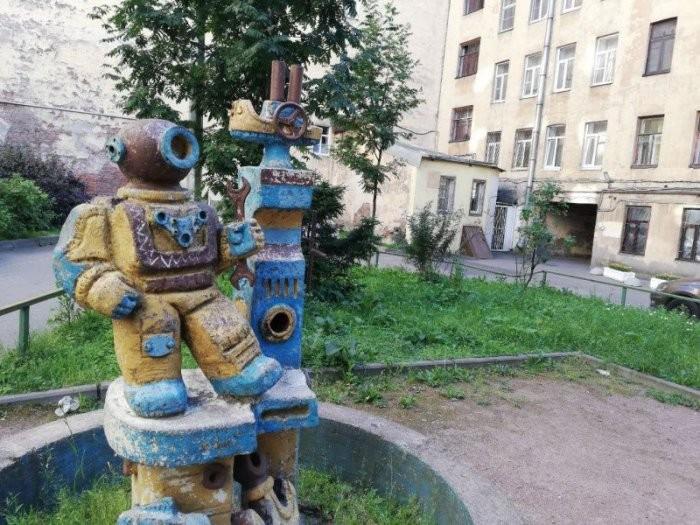 Украшения дворов в стиле ЖКХ (23 фото)