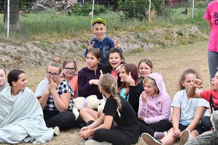 Польское село, в котором рождаются одни девочки (7 фото)