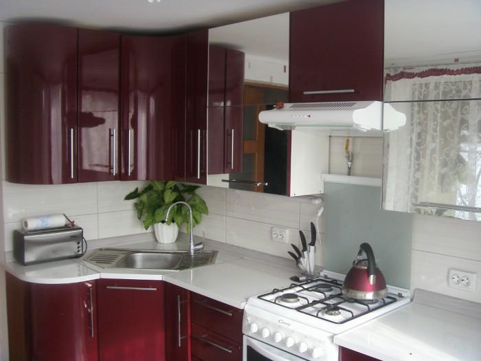 Смелые актуальные интерьеры для кухни (23 фото)