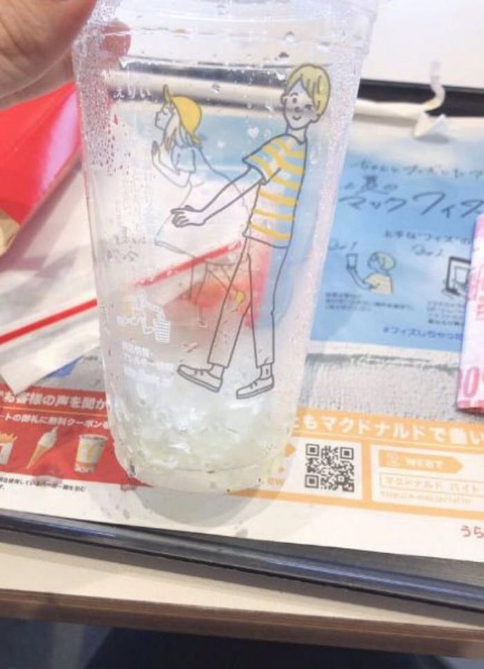 Как японцы опошлили стаканы из Макдональдс (11 фото)