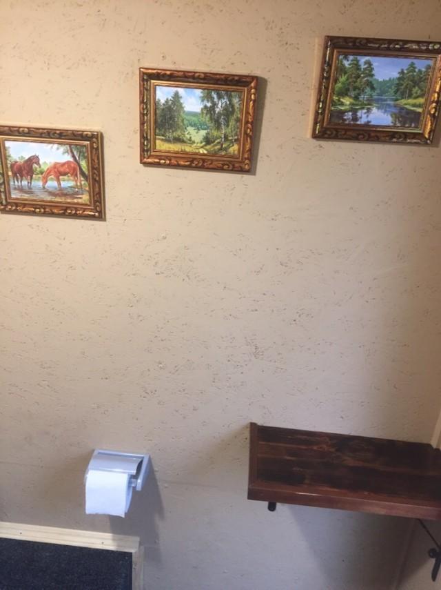 Красиво жить не запретишь: уютный дачный туалет (8 фото)