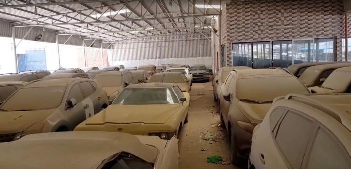 Искатель брошенных дорогих автомобилей в Дубае за $30 000 (7 фото)
