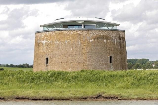 Башня XIX века или современный дом XXI века? (15 фото)