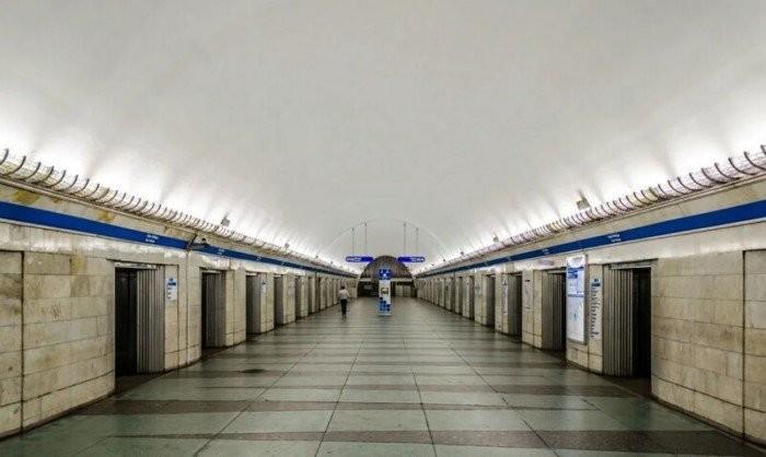 Зачем в Питерском метро станции с дверями?