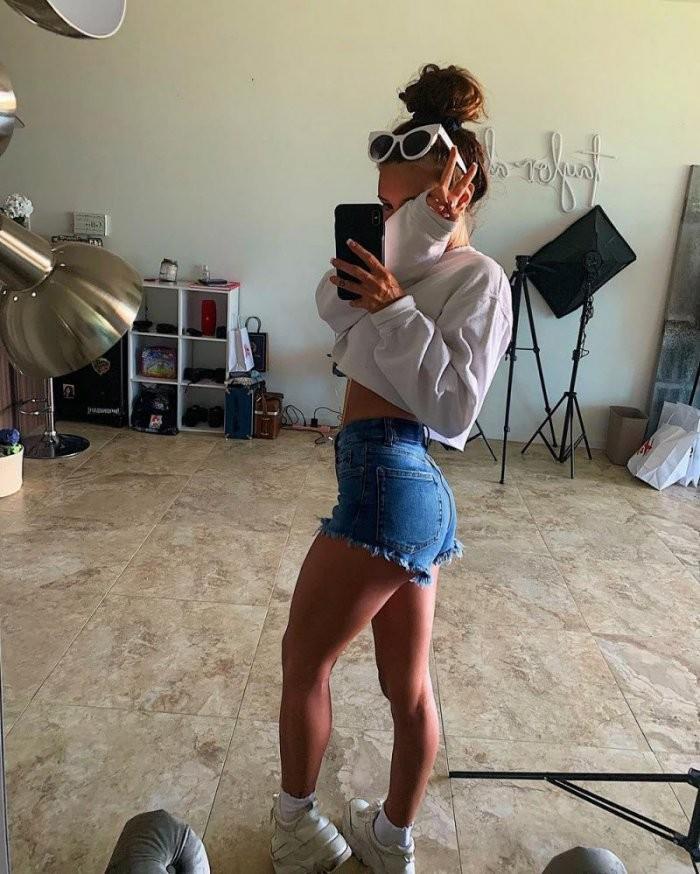 Девушки в джинсах и джинсовых шортиках (25 фото)