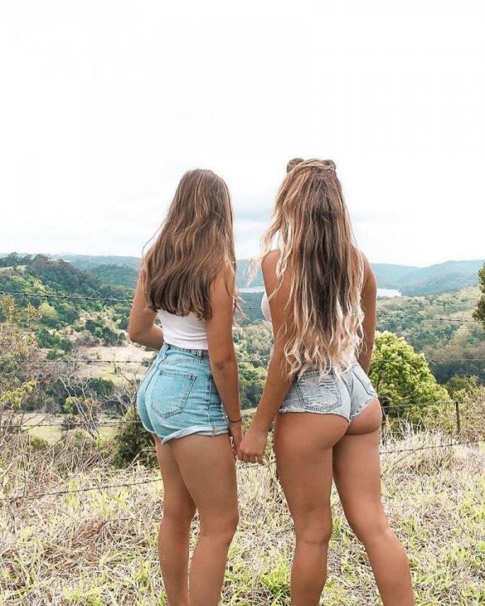 Девушки с подружками (26 фото)