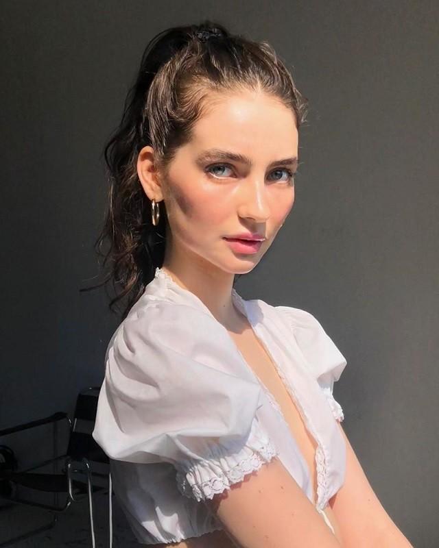 Дочь покойного актера Пола Уокера выросла и стала моделью (9 фото)