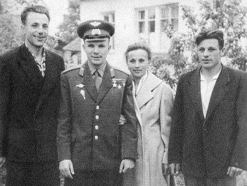 Что стало с братом и сестрой Юрия Гагарина (2 фото)