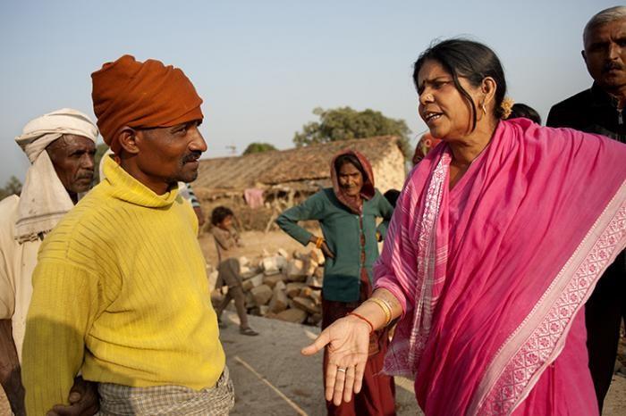 «Розовая банда» в Индии: женская группировка (4 фото)