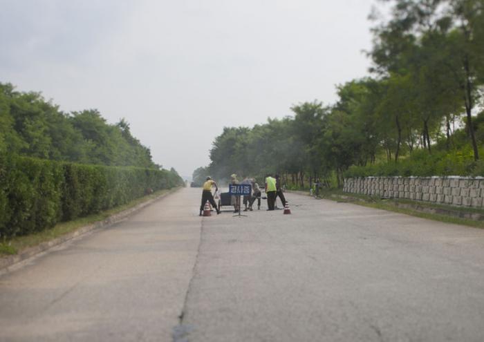Жизнь КНДР из окна автомобиля (19 фото)