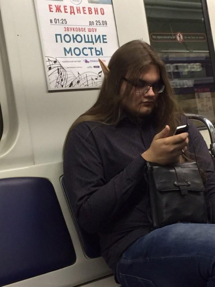 Стиляги в метро (30 фото)