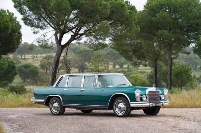 Лимузин Mercedes-Benz 1966 года со стеклянной крышей (17 фото)