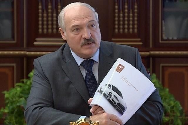 Александр Лукашенко рассказал,что Илон Маск подарил ему Tesla (2 фото)