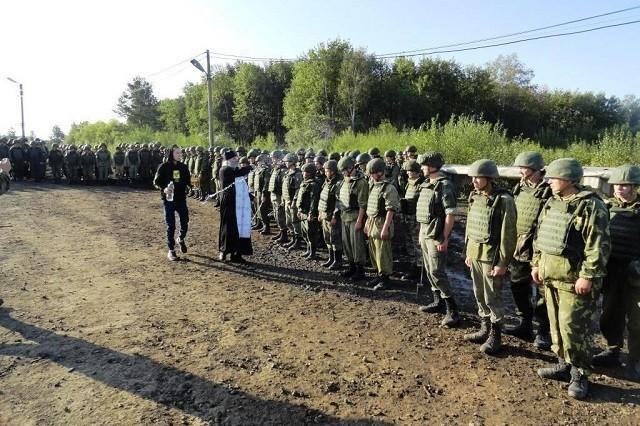 В Ачинске воинские склады окропили святой водой (4 фото)