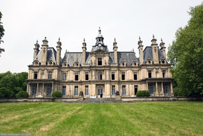 Путешествие по заброшенным замкам Франции (18 фото)