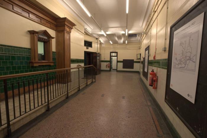 Фотоэкскурсия: заброшенная подземка Лондона (15 фото)
