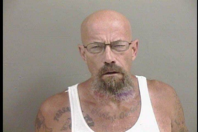 В США полиция объявила в розыск двойника Уолтера Уайта (2 фото)