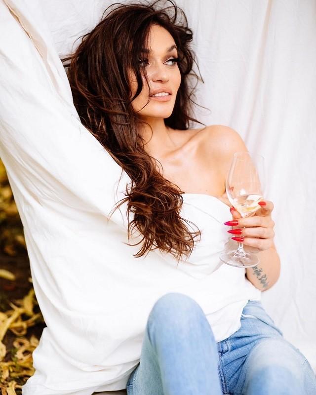 Алена Водонаева снялась в новой фотосессии (8 фото)