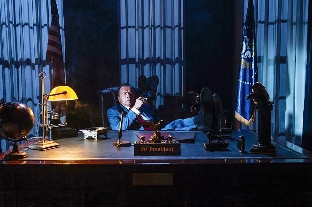 """Шварценеггер в образе президента в продолжении """"Kung Fury"""" (3 фото)"""