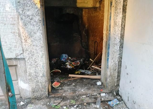 Хотел прочистить мусоропровод и чуть не взорвал весь дом (9 фото)