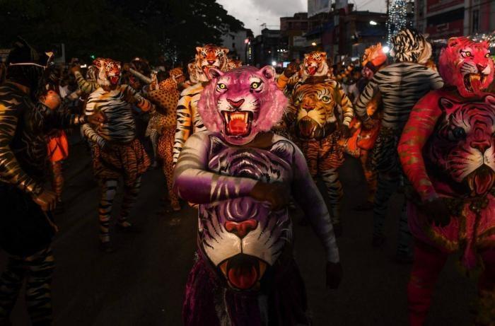 Тигриный парад Пули Кали на фестивале Онам в Индии (27 фото)